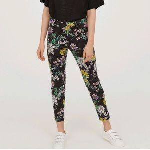 H&M Black Floral Print Ankle Pants Size 6